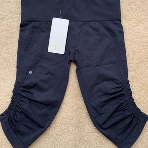 NWT Authorities Lululemon Awakening Crop